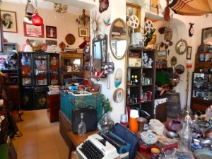 An old curiosity shop to waylay the rambler