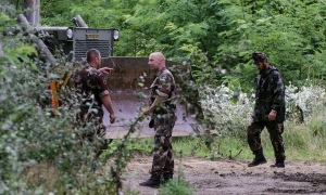 Hungarian military working on razor wire anti-refugee fence