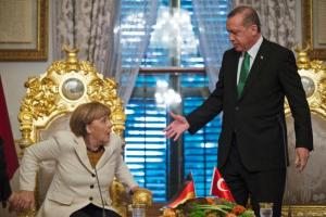 Turkey's President Erdoğan offers his hand to Germany's Merkel - who seems reluctant to take it.