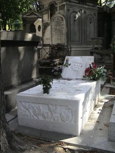 Kaya's grave in Paris