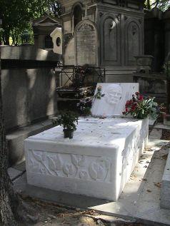 Kaya's grave in Paris