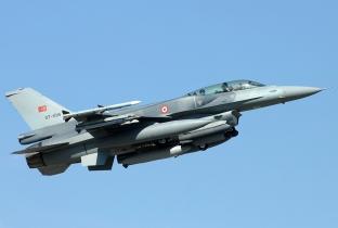 Lockheed_Martin_F-16D_Fighting_Falcon_Turkey_-_Air_Force_JP7156596